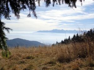 pogodnie październikowe Tatry ponad przemglonym Podhalem -  spod Turbacza